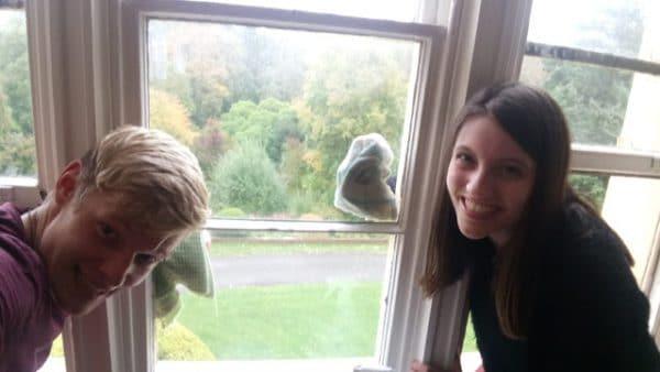 volontariat manjushri, nettoyage des vitres