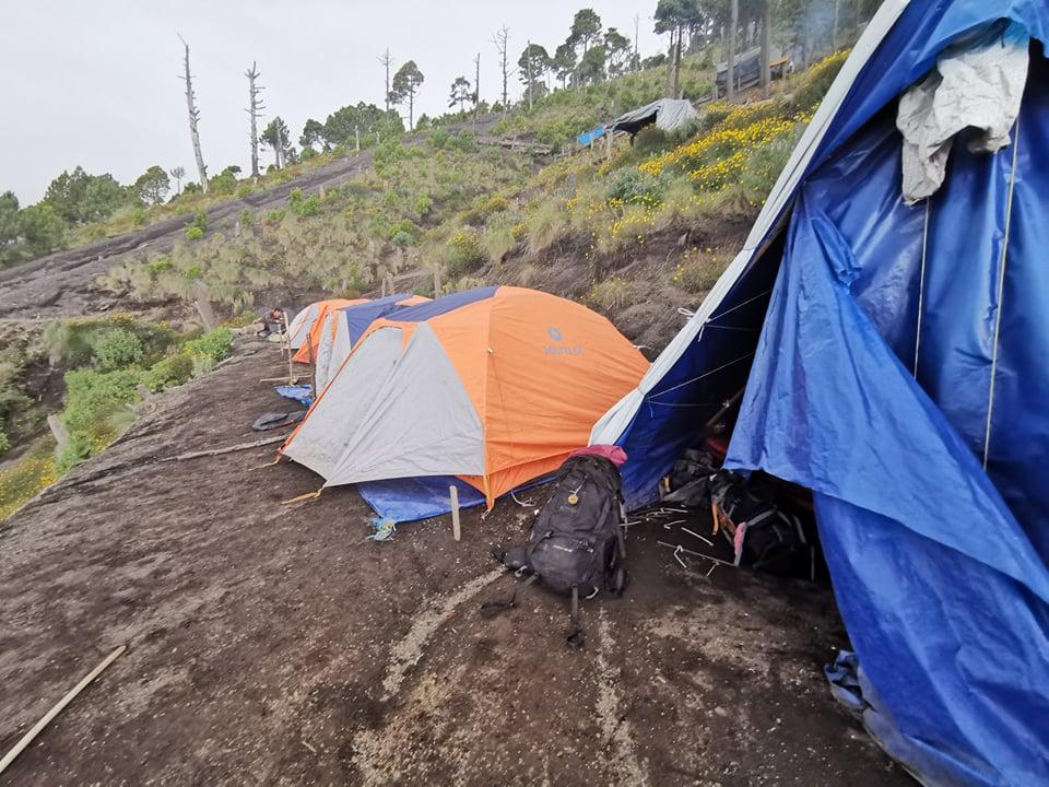 camp sommet volcan