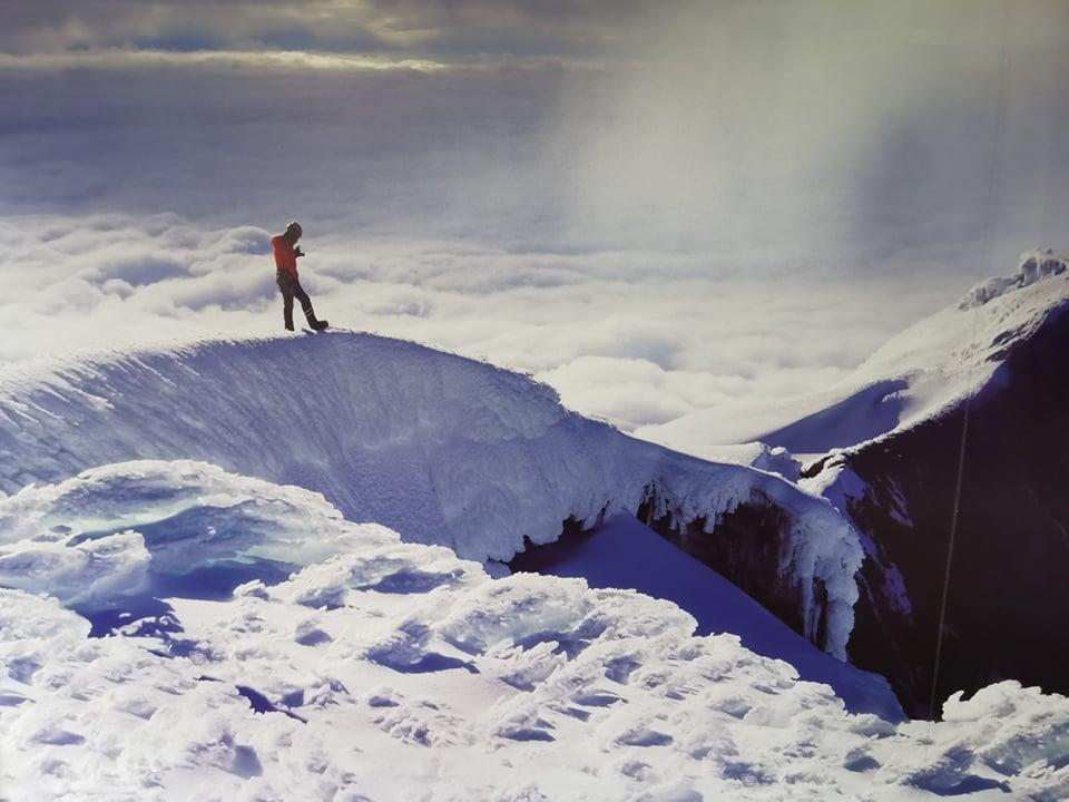 grimper jusqu'au sommet de cotopaxi