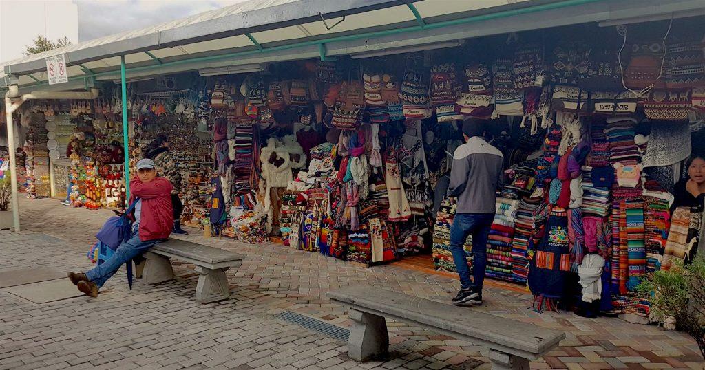 marché artisanal de quito équateur